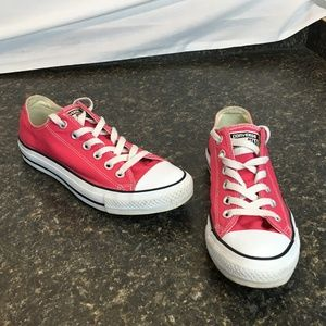 Pink Converse size 6 in mens size 8 in Women